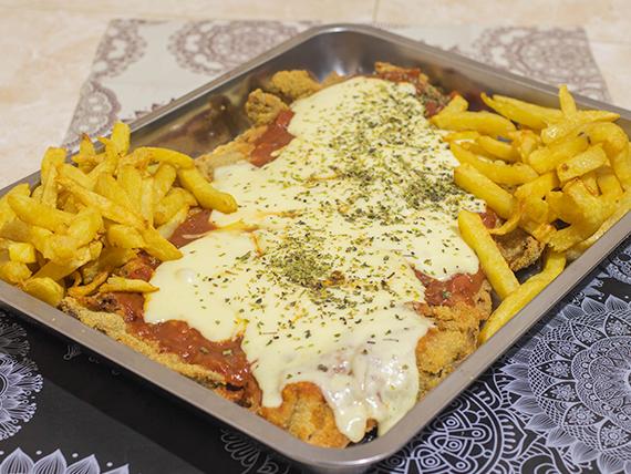 Milanesa napolitana con papas fritas (para 2 a 3 personas)