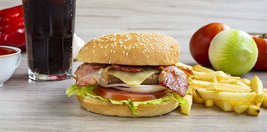 Hamburguesa Carne Sencilla con Tocineta en Combo