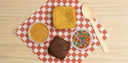 1 Brownie, 1 Blondie, 1 Salsa y 1 Topping 110gr