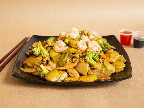 Chop Suey con Pollo y Camarón