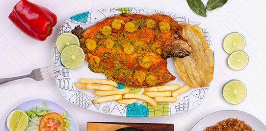 Trucha en Salsa de Camarones con Arroz Blanco