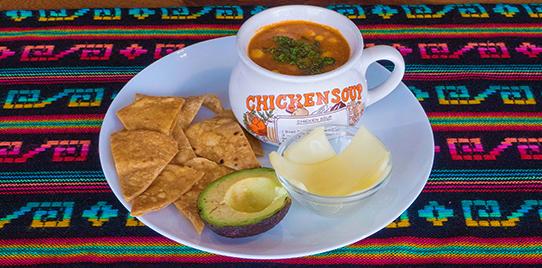 Sopa Mexicana de Tomate con Pollo
