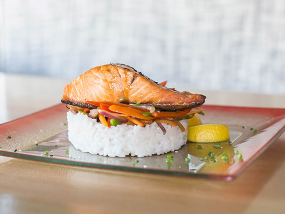 Salmón teriyaki con arroz gohan