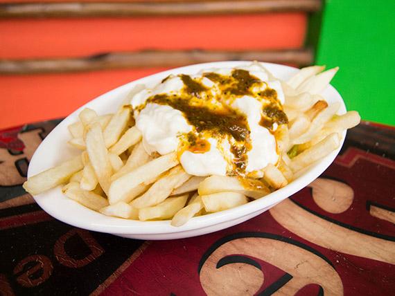 Papas fritas con chimi y mayonesa