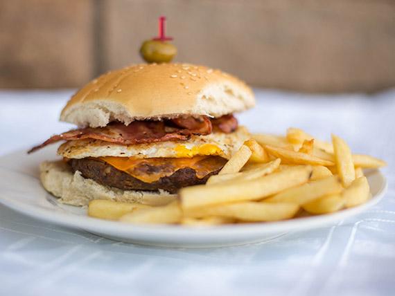 Sándwich de hamburguesa con panceta crocante