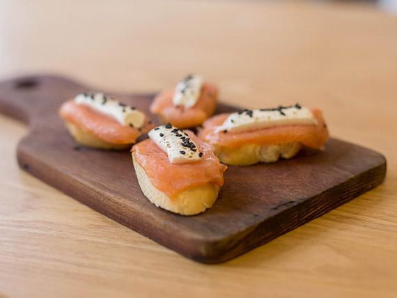 Brusquetta de salmón ahumado (4 unidades)