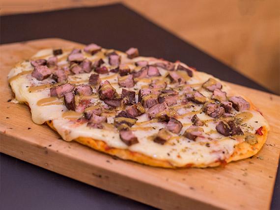 Pizza con lomo a la mostaza