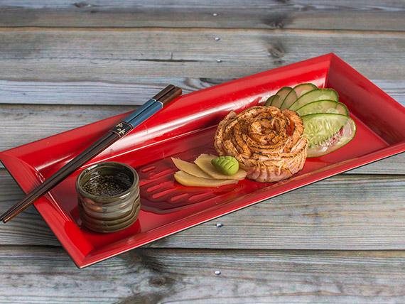 Sashimi de salmón rosado tataki