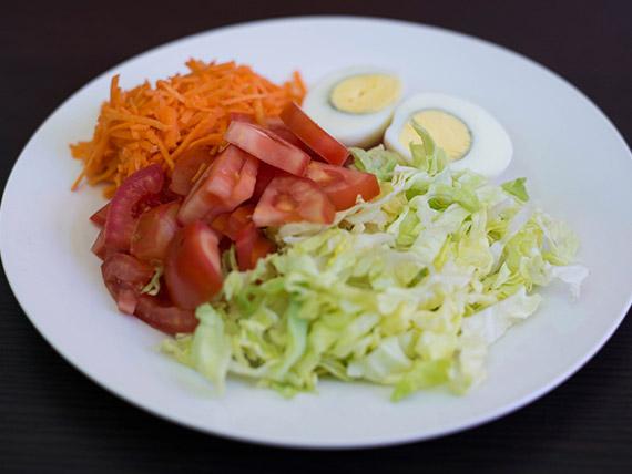 Ensalada de lechuga, tomate y zanahoria