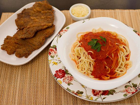 Spaguetti ao sugo com bife à milanesa (2 pessoas)