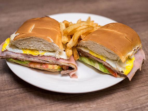 Sándwich de lomito completo