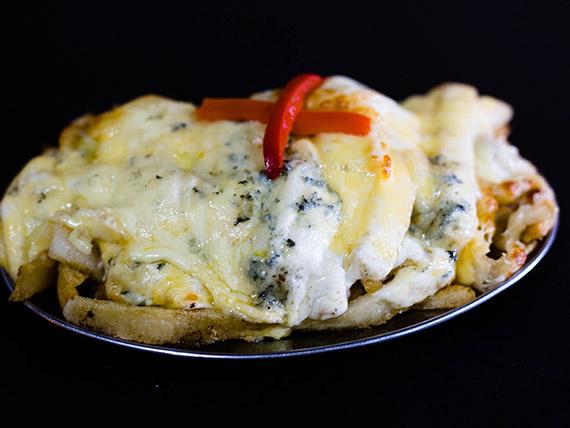 Papas fritas a los cuatro quesos