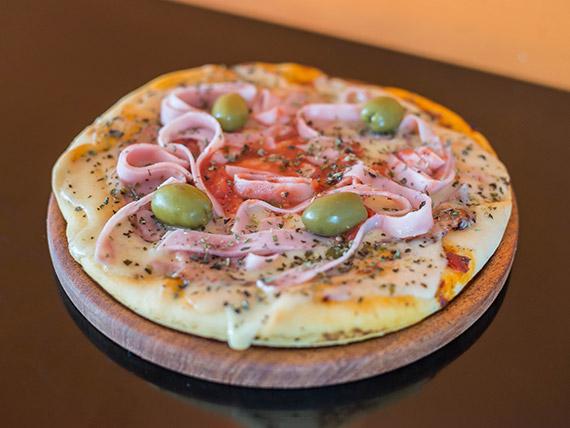 Pizzeta mozzarella con jamón