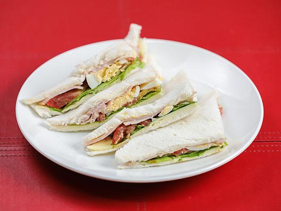 Sándwich olímpico en pan blanco