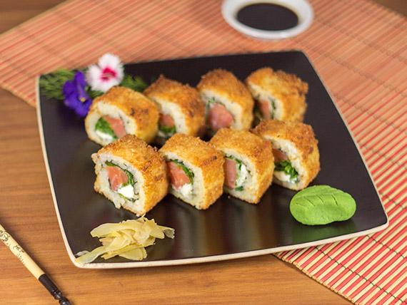 Uramaki smoked salmón fried roll (8 piezas)