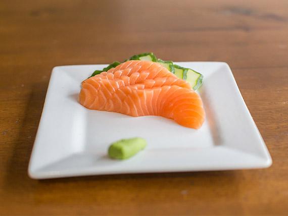 Sashimi de salmón fresco