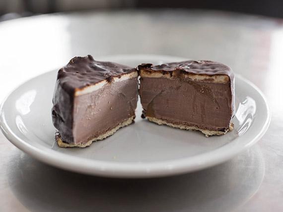 Alfajor helado negro