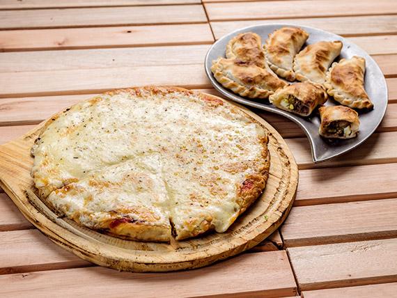Promo 2 - muzzarella (8 porciones) + 6 empanadas de carne
