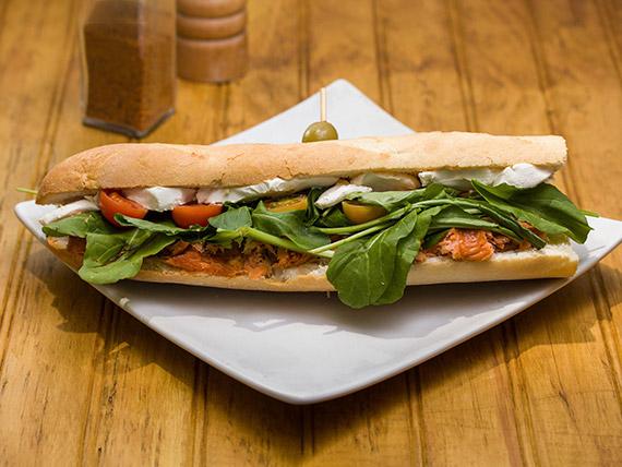 Sándwich baguette de salmón
