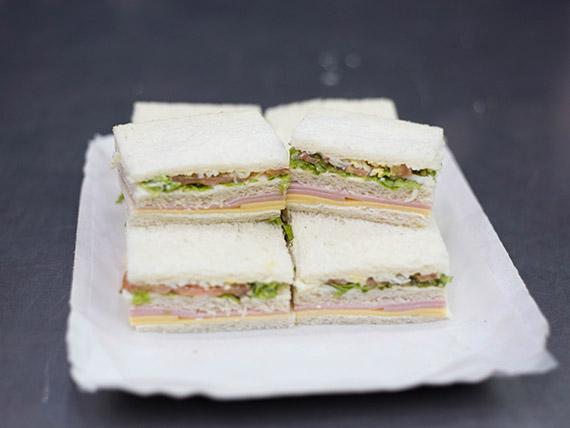 Sándwich triple común (8 unidades)