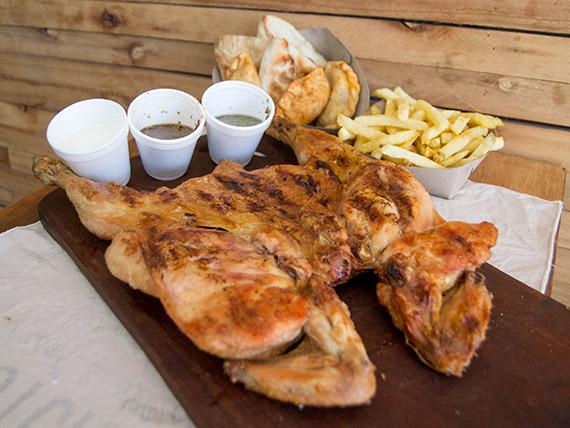 Promo - Pollo a la leña + papas fritas + 6 empanadas