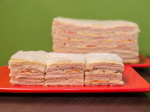 Promoción - 24 sándwiches triples surtidos triangulares
