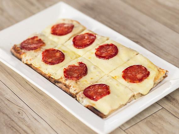 Pizza con muzzarella con 1 gusto a elección