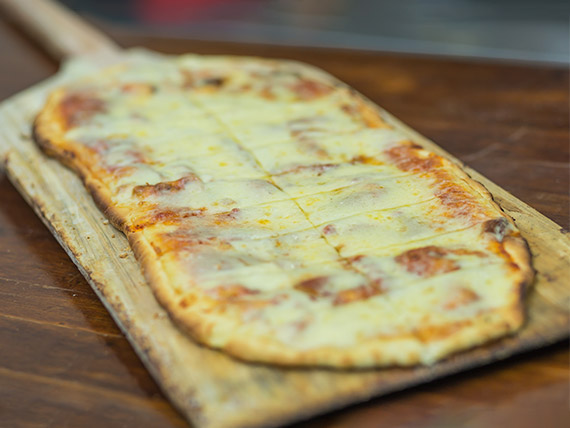 Pizza  con muzzarella a la parrilla