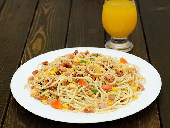Espaguete na chapa tradicional
