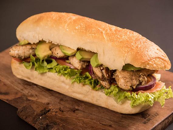 Sándwich pollo oriental + Jugo del Valle Andina en botella 330 ml o gaseosa en lata 350 ml