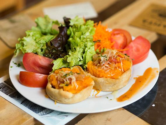Vegetariano 2 -  Canastas de calabacín y queso con acompañamiento