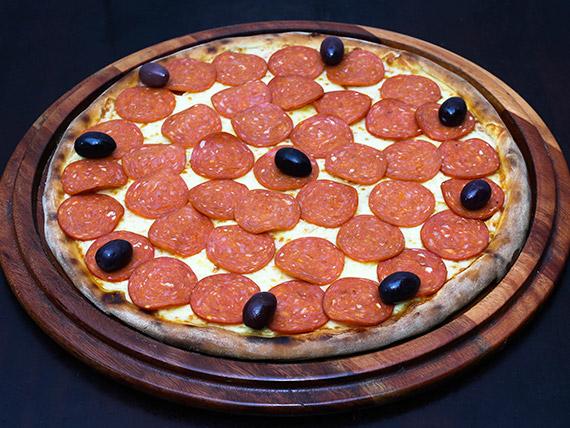47 - Pizza pepperone grande