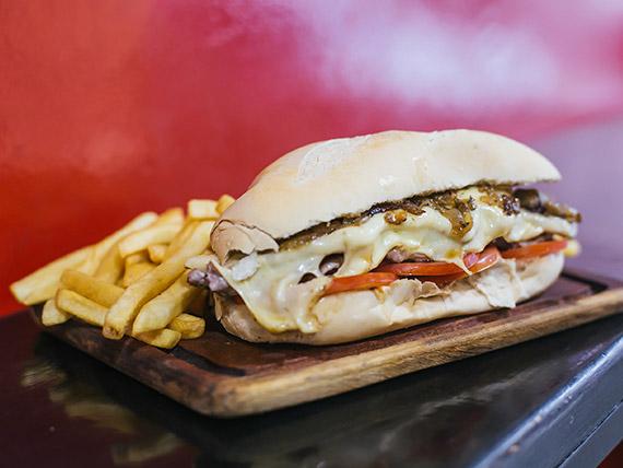 Sándwich de bondiola criolla