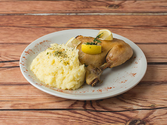 Muslo de pollo con guarnición