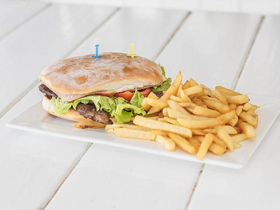 Sándwich de lomito completo con papas fritas