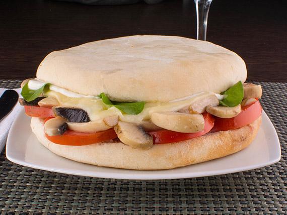 Sándwich vegetariano de champiñón