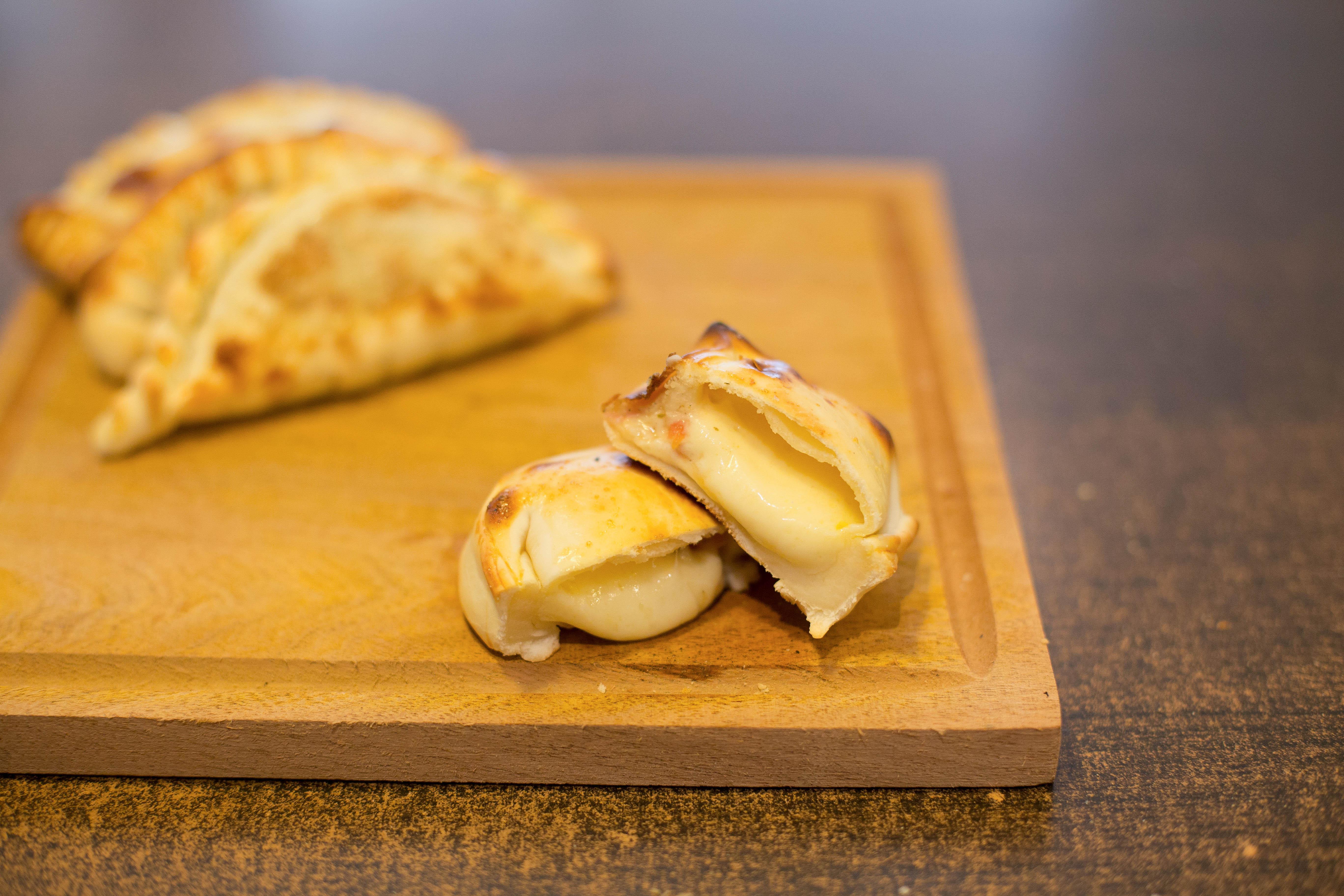 Empanada napolitana con jamón