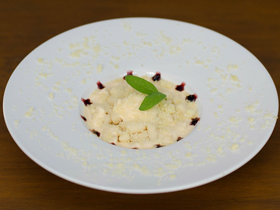 Nhoque aos 4 queijos (prato quente)