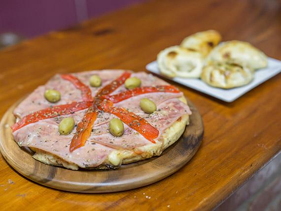 Promo 2 - 4 empanadas a elección + pizza chica especial a elección