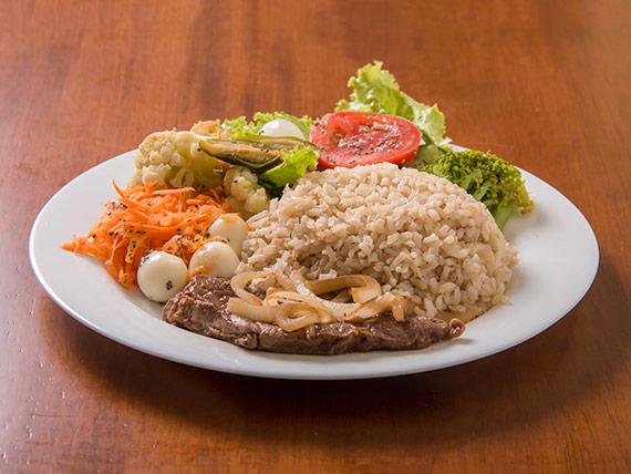 Salada mista com contra filé grelhado (400g)