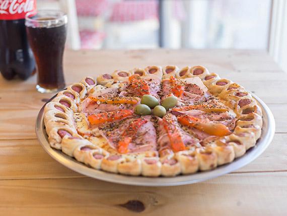 Promo - Pizza con jamón y morrón con bordes de deditos de salchicha + gaseosa línea Coca Cola 1.5 L