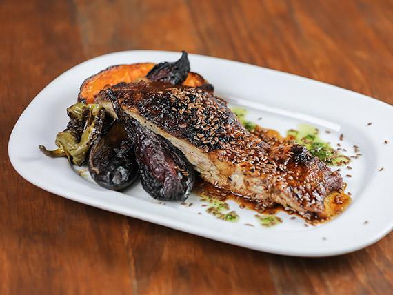 Menú - Ribs de cerdo marinado en vino blanco, mostaza de dijon y miel de jengibre c/ vegetales al horno