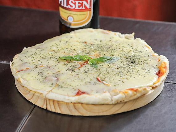 Promo - Pizzeta grande con muzzarella + refresco 1.25 L o cerveza Pilsen 1 L