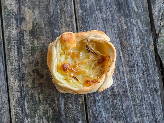 Canastita de cebolla y queso