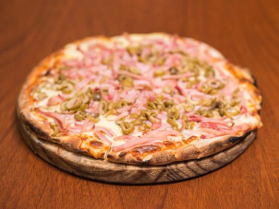 Pizzeta muzzarella con jamón y aceitunas
