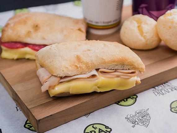 Promo - 2 sándwiches italianos + bebida caliente + 2 panes de queso