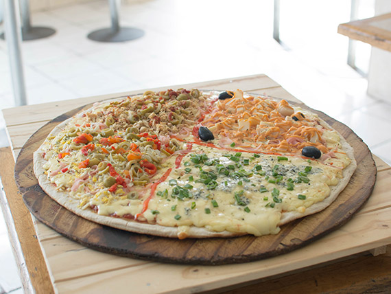 70 - Pizza súper cuatro full (24 porciones)