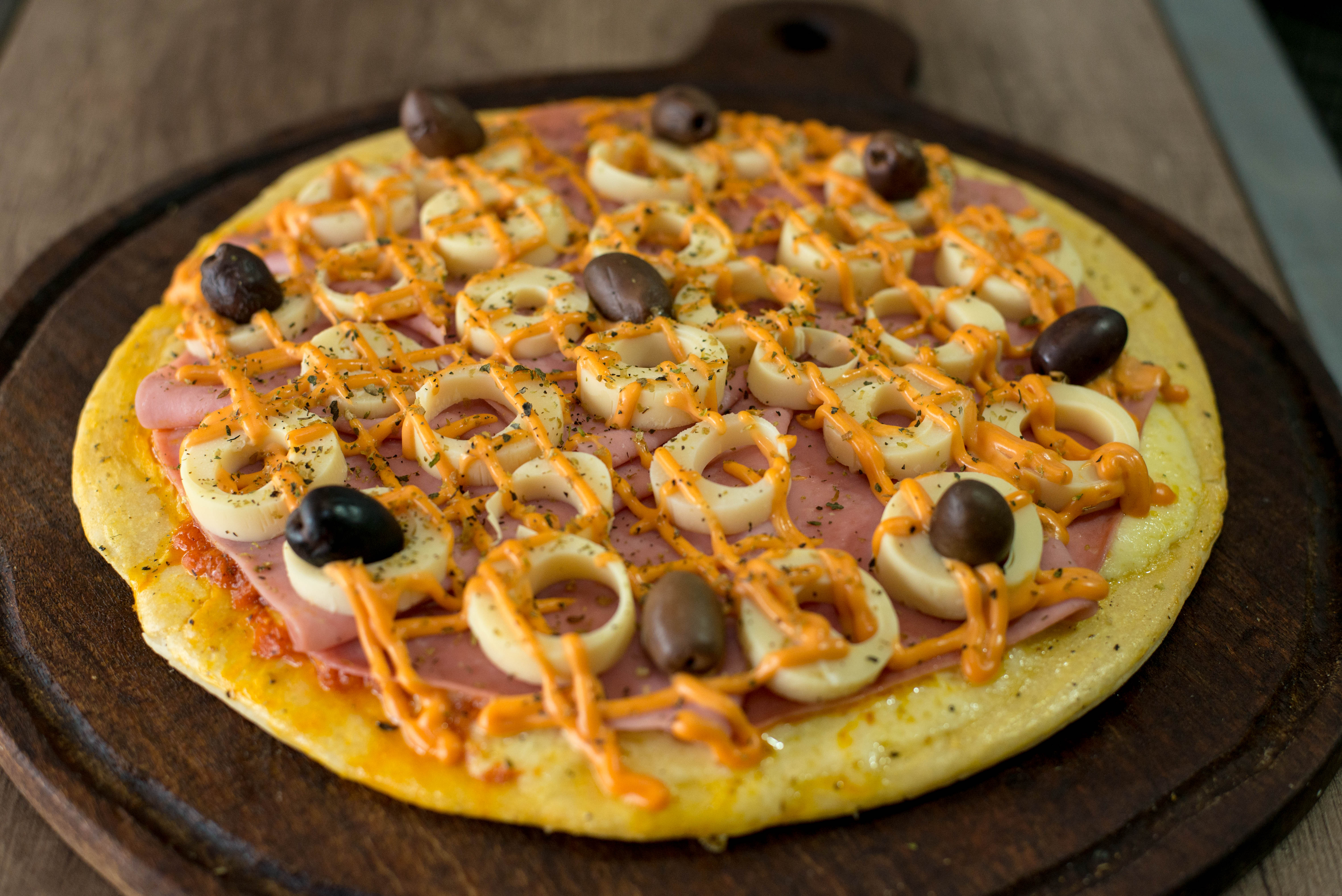 Pizza con palmitos y jamón
