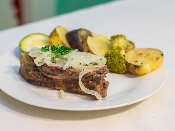Carne al horno con verduras rústicas