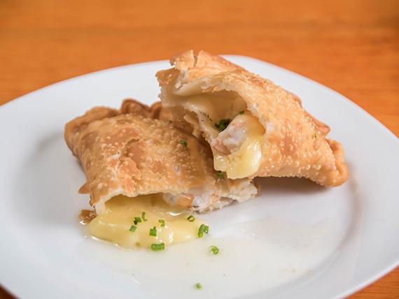Empanada de queso y camarones frita